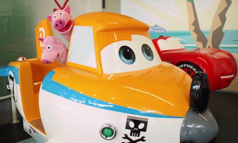 Für die Anreise haben die Schweine das Flugzeug gewählt.