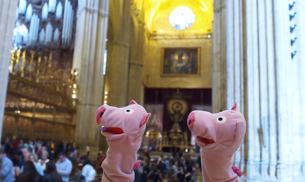 Die Schweine rennen durch die Kathedrale.