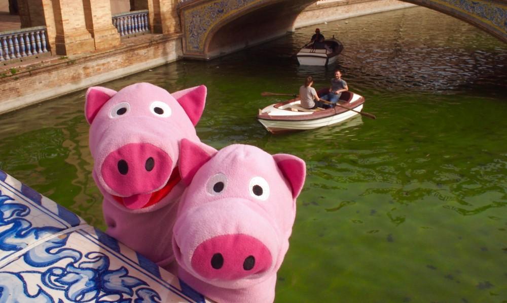 Auch die Fortbewegung mit Ruderbooten ist in der Stadt üblich.